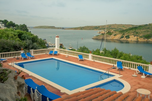 Wonderful duplex-apartment with sea views, a terrace, a pool and direct access to the harbour of Addaia
